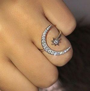 🎀925 Cressent Moon White Sapphire Ring